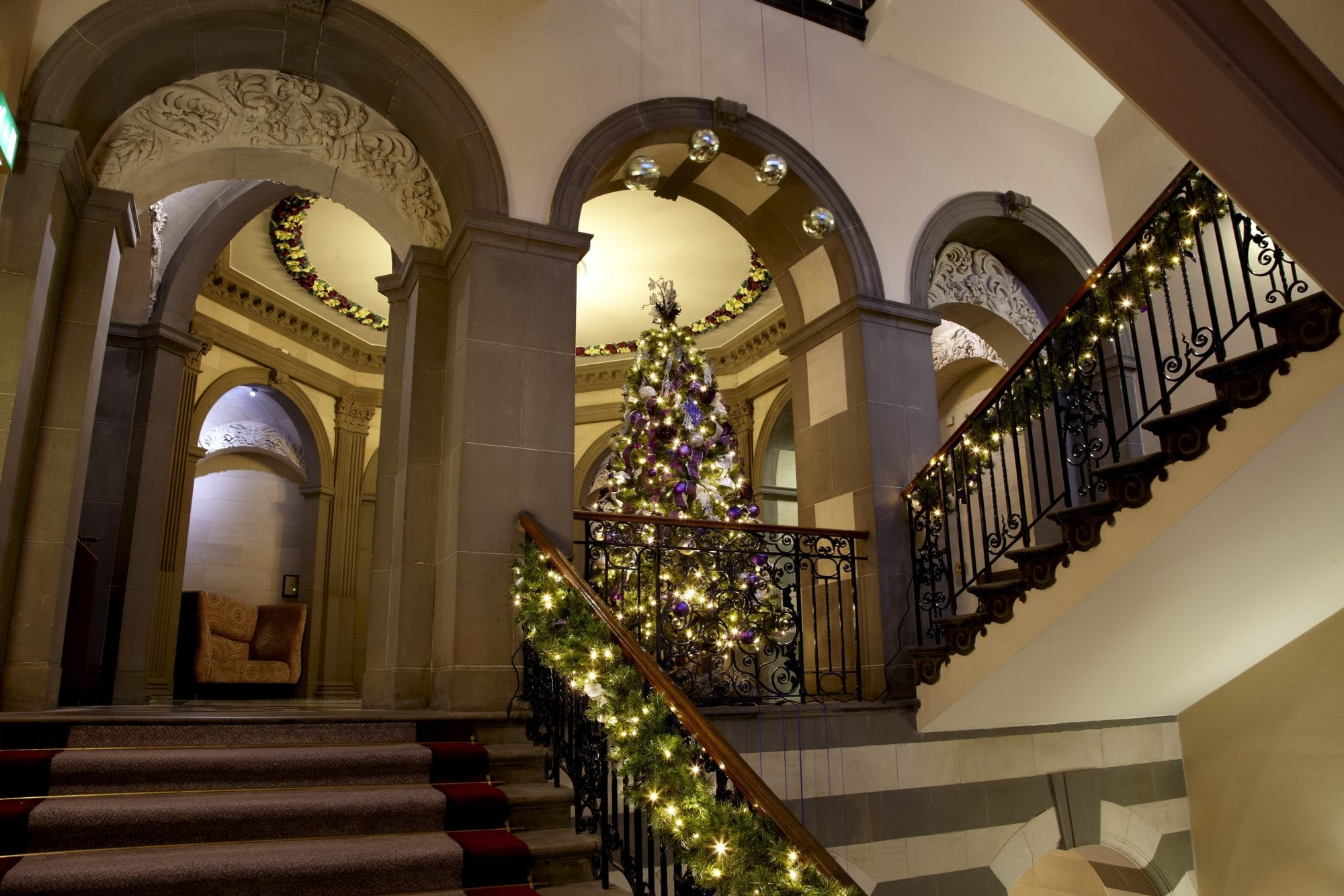 Grand-Christmas-tree-stairs-flat-1
