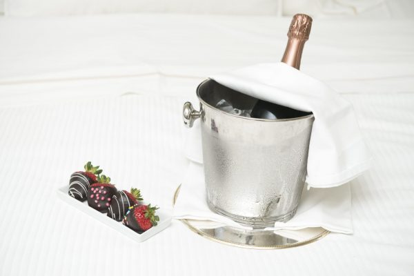 Champagne,,Strawberries,/,Which,Are,Dipped,In,Choc-o-late,/,A